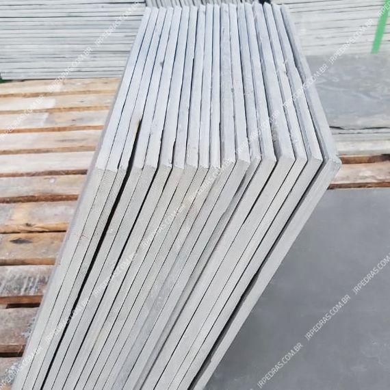 (3) pedra-ardosia-cinza-40x40-pilha