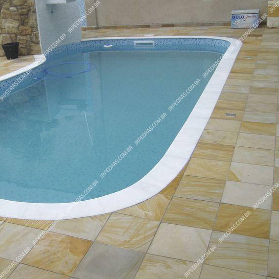 (4) pedra-arenito-amarela-piso-piscina-lado